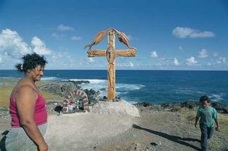 魚造型木造十字架