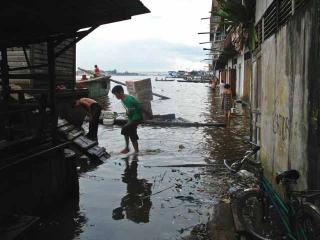 河道堆積垃圾