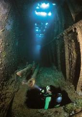 diver finds periscopes in Heian Maru ship wreck