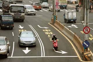 快車道禁行機車