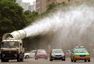 街頭灑水車