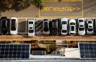 窗台架設的迷你太陽能板