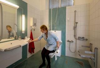 針對年長者使用需求的衛浴設備