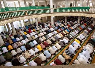 菲律賓清真寺內部設計主要為容納廣大的人群