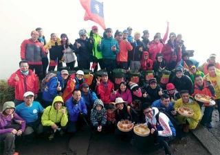 揹養生茶上台北最高峰七星山