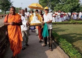 恭迎佛陀法像