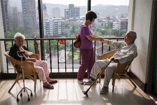 年輕老人照顧資深老人