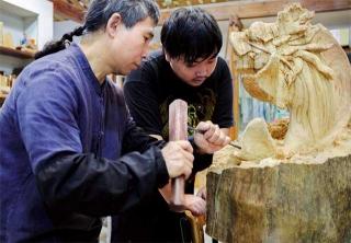 傳承傳統木雕工藝為己任