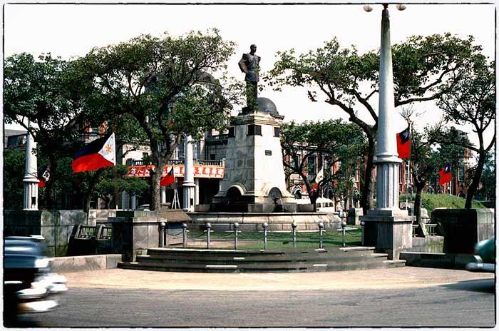 1960,台北,監察院前蔣介石像