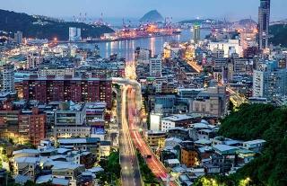 獅球嶺上俯瞰基隆市區和港口
