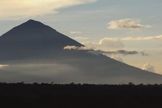 阿貢(Agung)火山