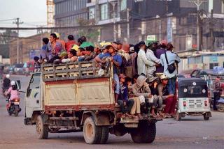 載滿了柬埔寨工人