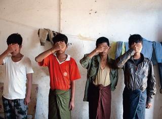 被緬甸軍隊遺棄的童兵