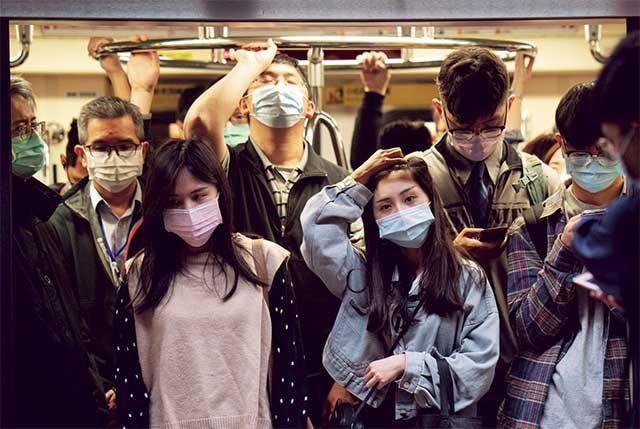 搭乘捷運規定佩戴口罩