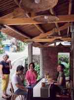 竹構屋頂的亭子腳
