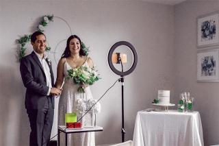 以手機見證結婚喜悅