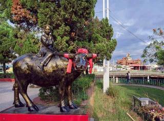 牛將軍廟前銅像